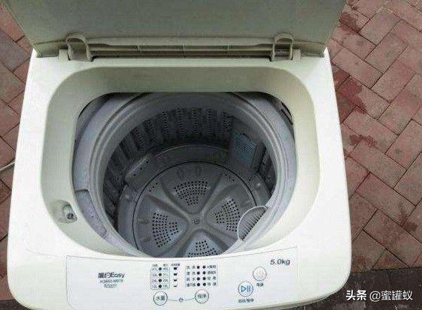 洗衣机一到脱水就异响(洗衣机脱水时声音大原因是啥)插图