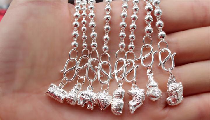 女生戴银铃铛的禁忌(佩戴银饰有什么讲究)插图(24)